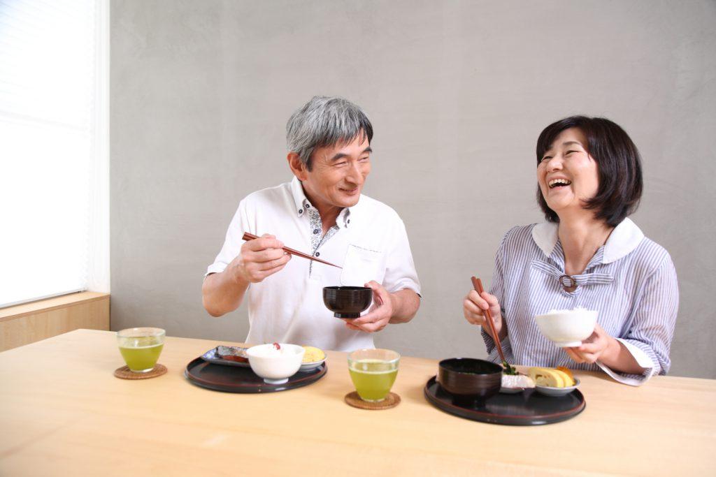 老人・高齢者が食べやすい食事とは?調理方法や注意点までご紹介