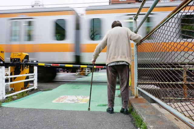 高齢者の一人暮らしで起こる問題とは?知っておきたいサポート方法も解説