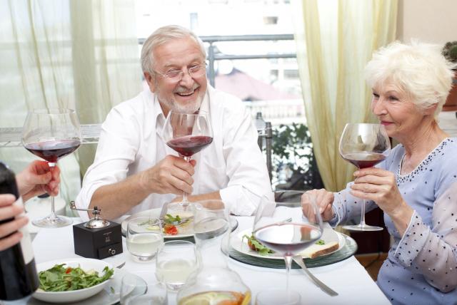 サービス付高齢者向け住宅とは?他の施設との違いをわかりやすく解説