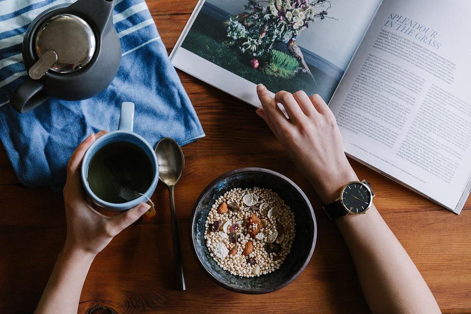 理想的な各食事の時間・間隔は?就寝前に食べる場合のおすすめも紹介