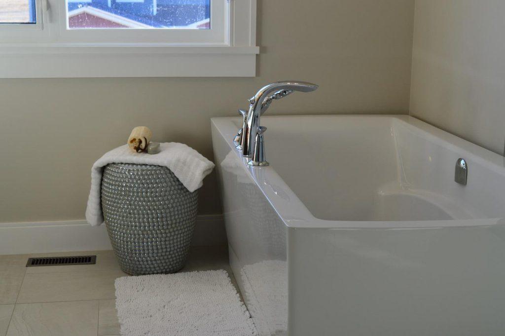 高齢者の入浴介助|準備から注意点について解説